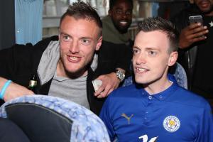 Jamie Vardy lookalike celebrates with Leicester