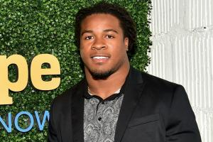 Devonta Freeman helps his neighbors with yard work