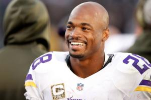 Adrian Peterson donating $100,000 to flood relief