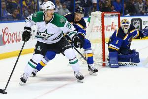Dallas evens the series with Blues in Game 4
