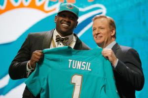 Dolphins sign Tunsil