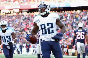 Titans sign Delanie Walker to two-year extension