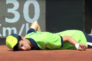 Ball boy passes out during Venus Williams match