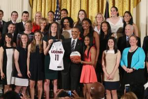 UConn women's basketball team gives gift to Obama