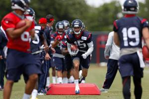 The Texans selected wide receiver Will Fuller (15) in the first round and expect him to have an impact on the field as a rookie.
