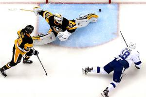 Three Stars: Palat leads Bolts to Game 1 win
