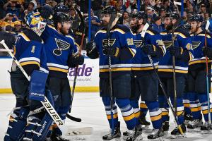 Blues' Elliott leads team to Game 1 win vs. Sharks