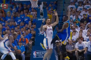 Draymond Green kicks Steven Adams in groin
