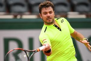 Wawrinka avoids upset in French Open first round