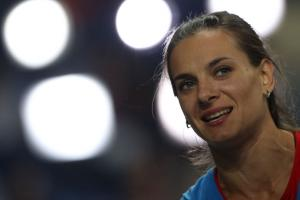 Yelena Isinbayeva to sue if Russia banned from Rio