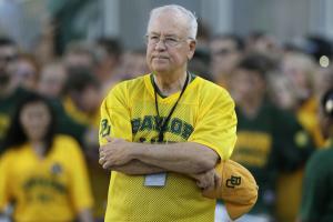 Report: Baylor fires president Ken Starr