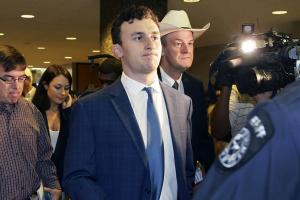 Report: Manziel's friends see 'downward spiral'
