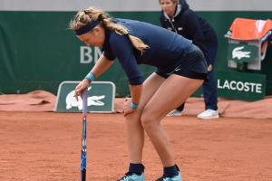 Victoria Azarenka retires from first round match