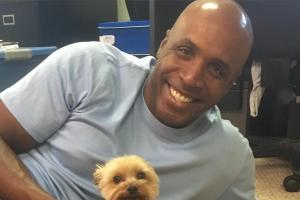 Barry Bonds has a tiny dog named Magic