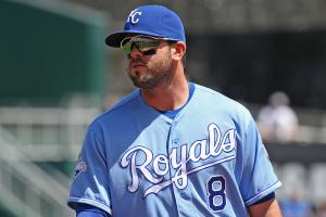 Mike Moustakas placed on 15-day DL with torn ACL