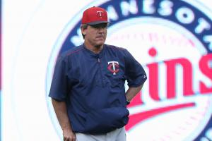 Twins suspend pitching coach after DUI arrest
