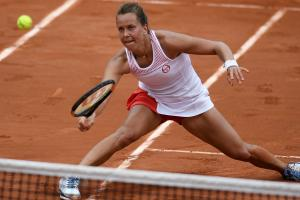 French Open point has players rallying from ground