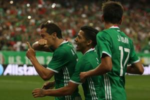 Mexico beats Paraguay, still perfect under Osorio