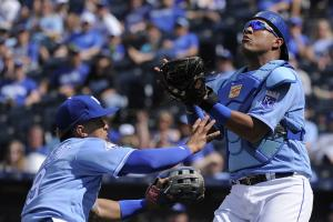 Salvador Perez (thigh bruise) out 7 to 10 days