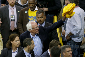 Bernie Sanders shows up at Warriors-Thunder