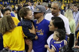 Riley Curry denies Stephen Curry kiss after game