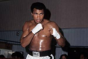 Sharks coach DeBoer shares story of meeting Ali