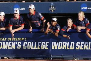 Watch: Howard robs home run during WCWS