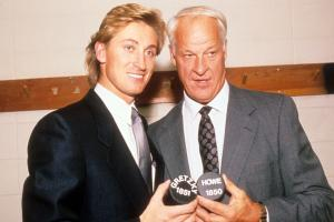 Gretzky: NHL should retire Howe's No. 9 jersey