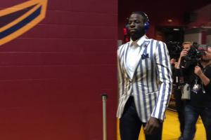 Draymond Green should get a flagrant for this suit