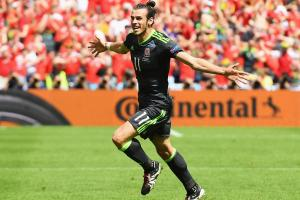Gareth Bale scores on a free kick vs. England at Euro 2016