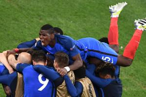 Did Paul Pogba make an obscene gesture at French media at Euro 2016?