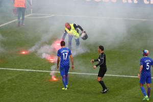 Croatia fans planning to throw flares at referees