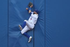 Watch: Blue Jays' Pillar makes leaping catch