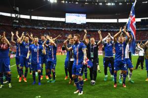 Iceland players, fans celebrate last-second goal