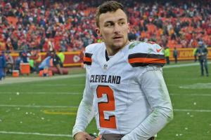 Report: Johnny Manziel's car wrecked in crash