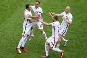 Poland reaches Euro 2016 quarterfinals after PKs
