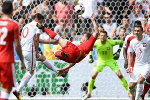 Watch: Switzerland scores bicycle kick vs. Poland
