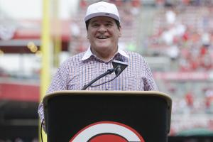 Pete Rose's No. 14 retired by Reds