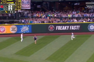 Fan runs onto field as Mariners try to catch ball