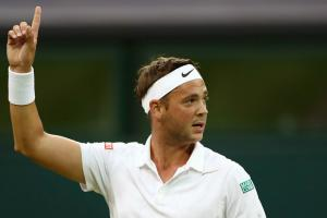 Willis plays Federer in Federer shirt