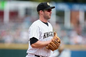 White Sox 3B Matt Davidson fractures foot