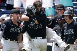 Coastal Carolina beats Arizona in College World Series