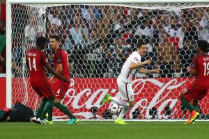 Watch: Key moments, goals from Poland vs. Portugal