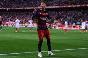 Neymar close to deal to stay with Barcelona