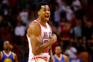 Hassan Whiteside agrees to remain with Heat
