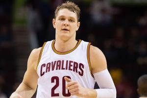 Lakers, Mozgov discussing four-year deal