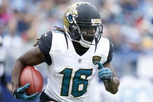 Video shows Denard Robinson driving car into pond