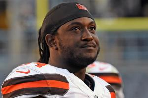 Isaiah Crowell donating to Dallas police org