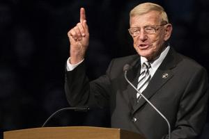 Lou Holtz makes offensive comments on immigrants