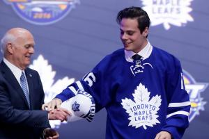 Toronto Maple Leafs sign Auston Matthews